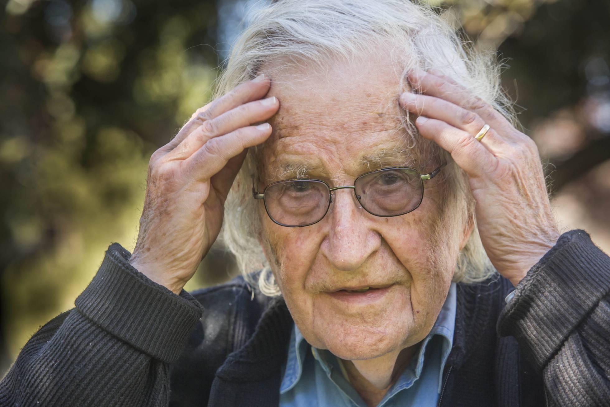 Noam Chomsky: Intereses electorales y económicos motivan campaña contra salud reproductiva de niñas y mujeres. FUENTE EXTERNA.